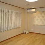 【2013年5月】T様邸:ホワイト ダマスク柄カーテン 株式会社緩利さん 寝室