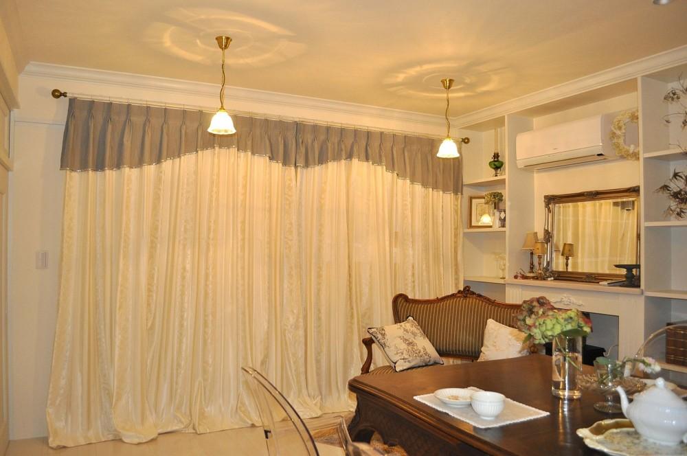 紅茶教室の上品なカーテン