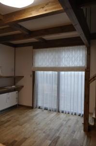クリーム×白 波形ストライプ ナチュラル プレーンシェード 京都市 サイエンス住宅