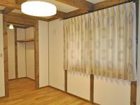 サイエンスホームさん 寝室 刺繍カーテン サークル柄