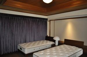 寝室 ベルベット パープル イタリア製刺繍レース
