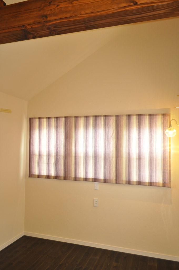 パープル シェードカーテン グラデーション 小窓