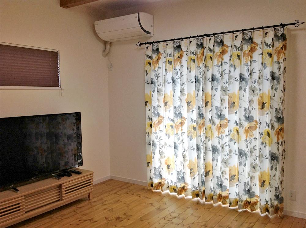 イギリス製コットンのカーテン イエロー×グレー花柄 無垢材 蒲生工務店