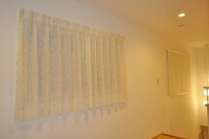 天然素材のカーテン 小窓にレース リゾートナチュラル 菱和ホーム