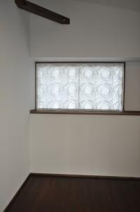 リネン風レース ペンダントライト 梁のあるリビング 和風 大治工務店