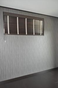 ベージュ×幾何学模様 シェードで小窓をおしゃれに 森田住宅