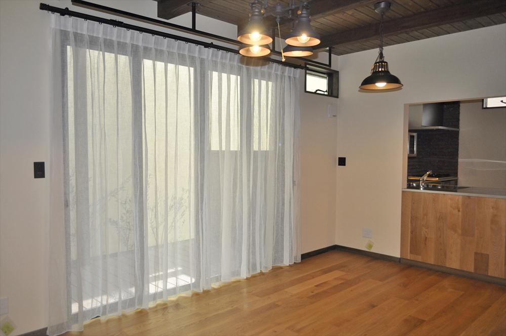 アイアンとリネンの似合う家 自然素材をつかった暮らし ゆずデザイン