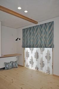 オランダファブリックのインテリア ターコイズブルーのカーテン えいゆう設計