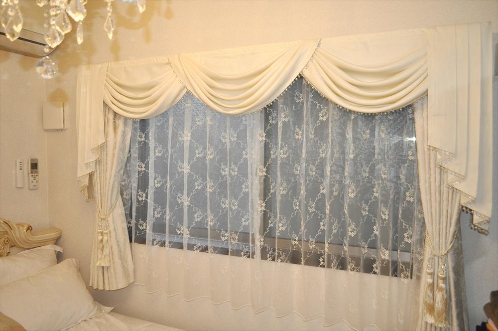 プリンセスインテリア クリームカラーのバランスカーテン