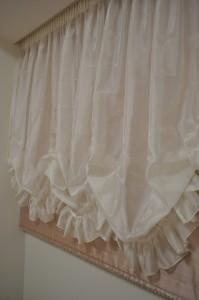バランスカーテンでホテルのようなインテリア ギャザーとフリルのカーテン