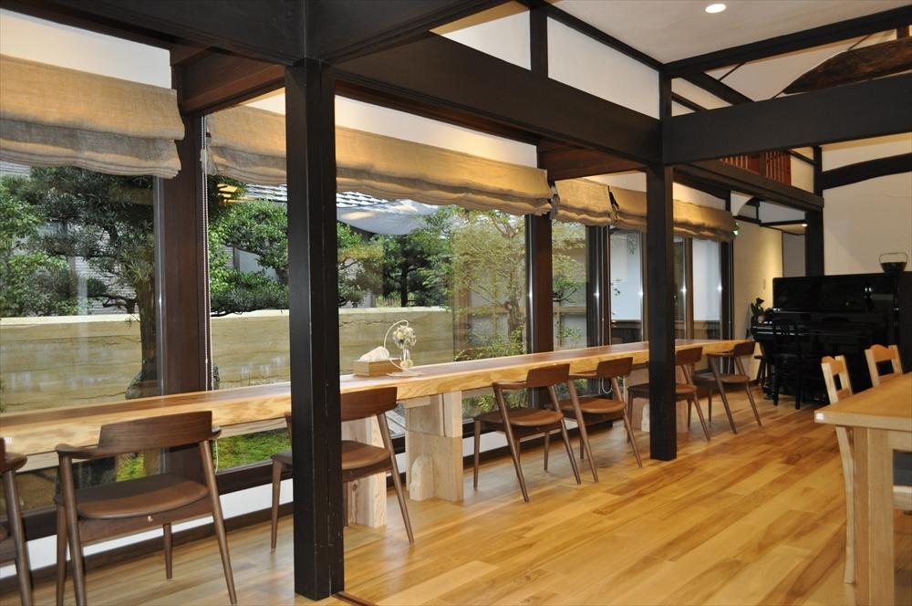 古民家リノベーション ハーブとリネン カフェレストランのカーテン 山越林業