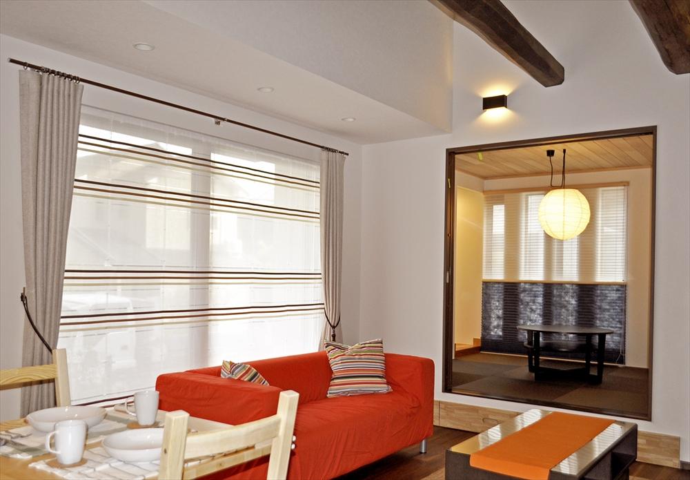 モデルハウスのカーテン ナチュラルなリビングとモダンな和室  N&Sホーム