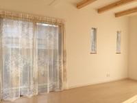 柔らかな光のカーテン タペストリーレースで小窓をおしゃれに 橋本不動産