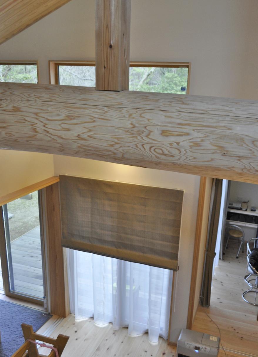 ブラウン無地のプレーンシェード 波模様のレース 木の家 マルト
