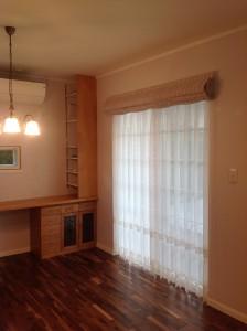 輸入住宅に輸入カーテンを レーストリム×ラベンダーピンクのフレンチスタイル セルコホーム