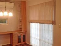 輸入住宅に輸入カーテン レーストリム×ラベンダーピンクのフレンチスタイル セルコホーム