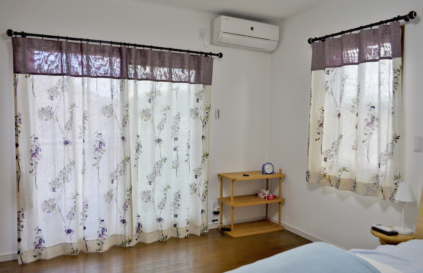 花柄リネンドレープ バイオレットカラーのボーダースタイルカーテン カーテンの掛け替え