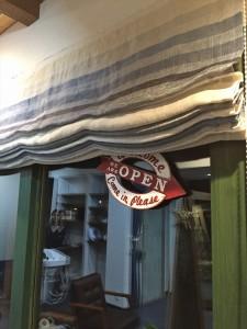 波乗りをイメージした美容室のカーテン ブルーリネンのシェード A-Best