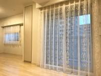 エレガントな蔦柄レースカーテン 洋室は北欧ナチュラルスタイルに  マンション