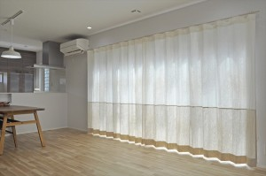 リネンの輸入カーテンでつくるナチュラなアクセントボーダースタイル 蒲生工務店