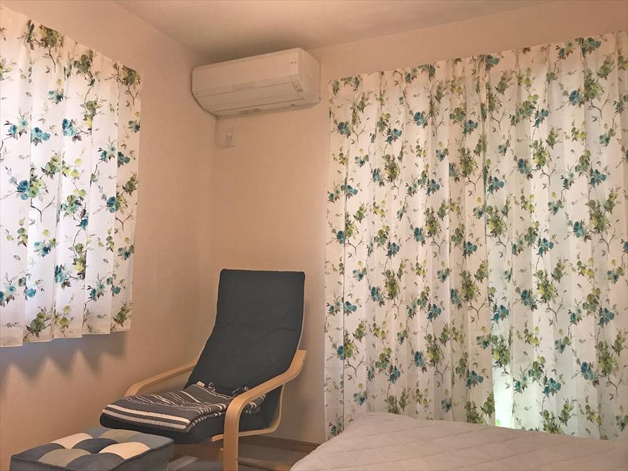 310.ボタニカル柄の厚地カーテンで居心地の良いお部屋に