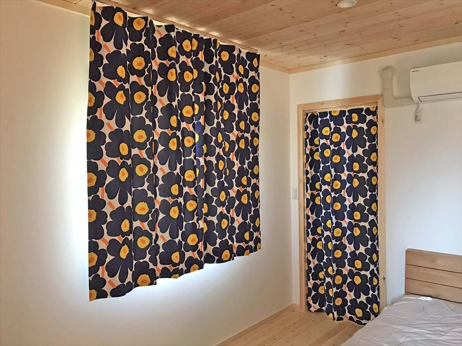 354.マリメッコのUnikko(ウニッコ)生地でカーテン