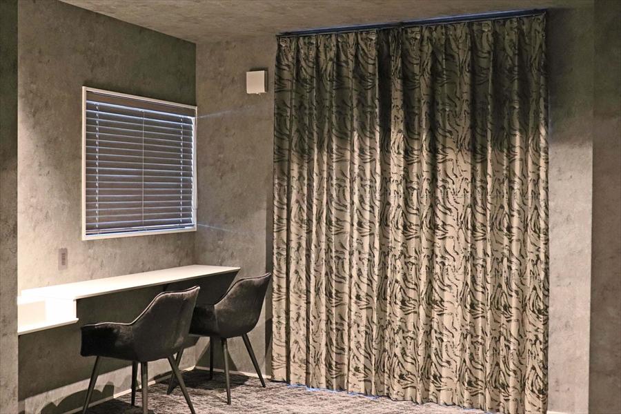 345.おしゃれなカーテンでホテルライクなインテリアに