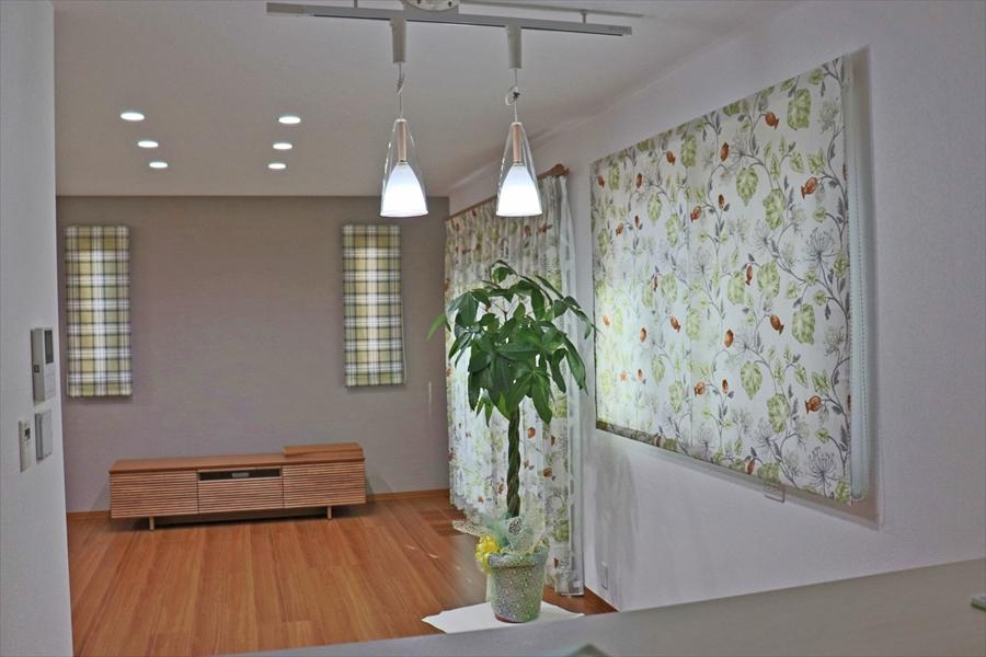 358.ボタニカル柄のカーテンでナチュラルな雰囲気のお部屋に